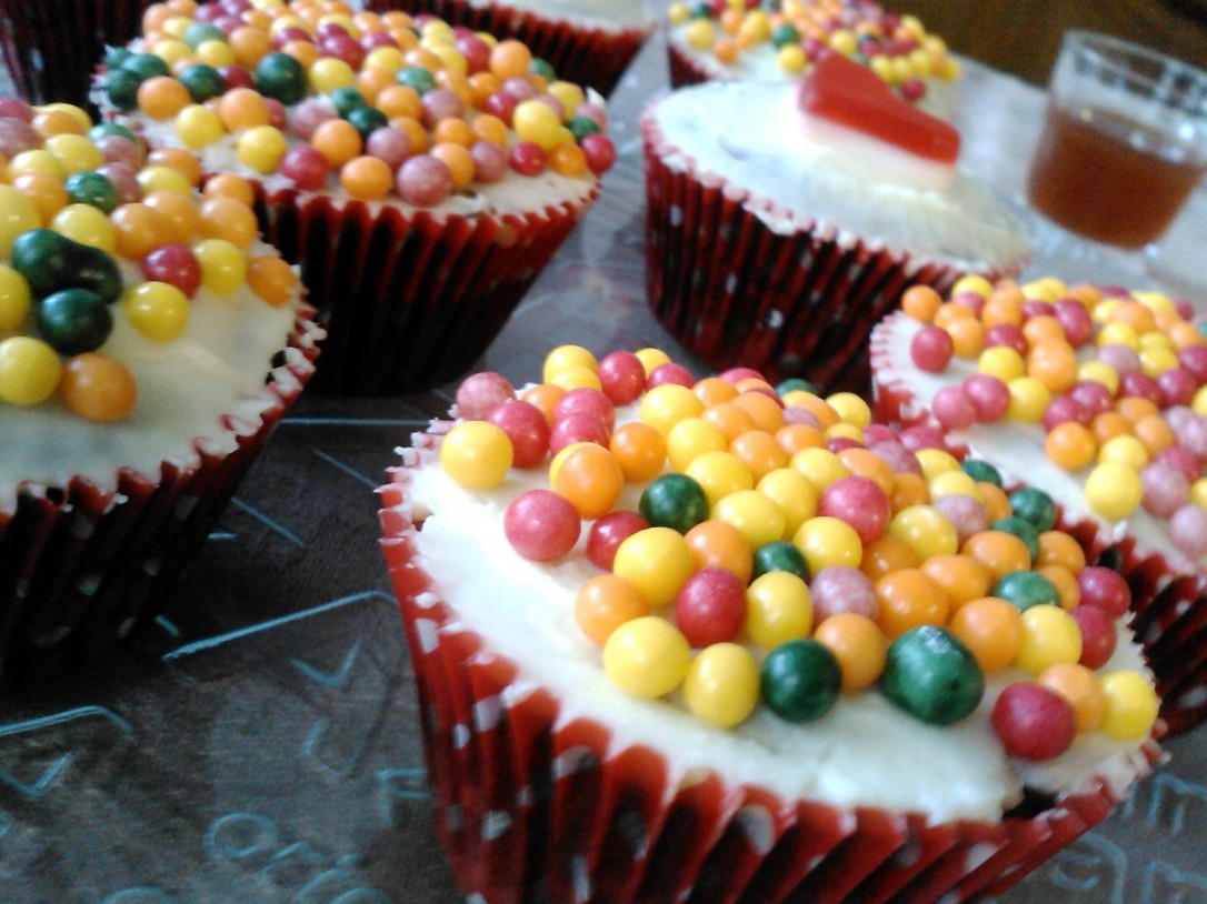 cupcakes_candy_cakes_cereal_balls_pastry_cream_desserts_cupcake-1336239.jpg!d